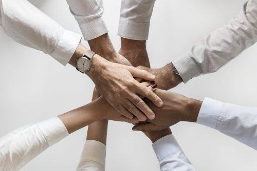送別会の挨拶で同僚を送る側の例文は?挨拶のポイントや流れも簡潔にご紹介!