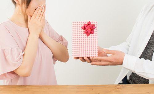 ホワイトデーで奥さんが喜ぶお返しとは?プレゼントの相場と選び方・渡し方